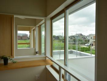 引き戸と窓の写真です